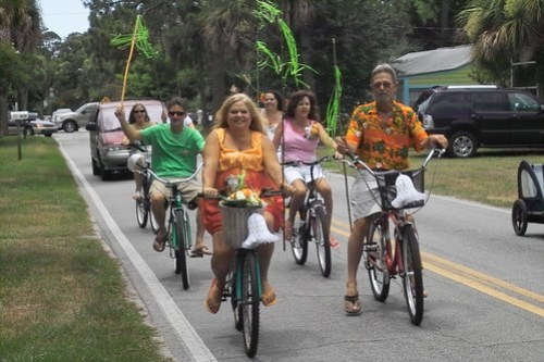 The bridal party on bikes!