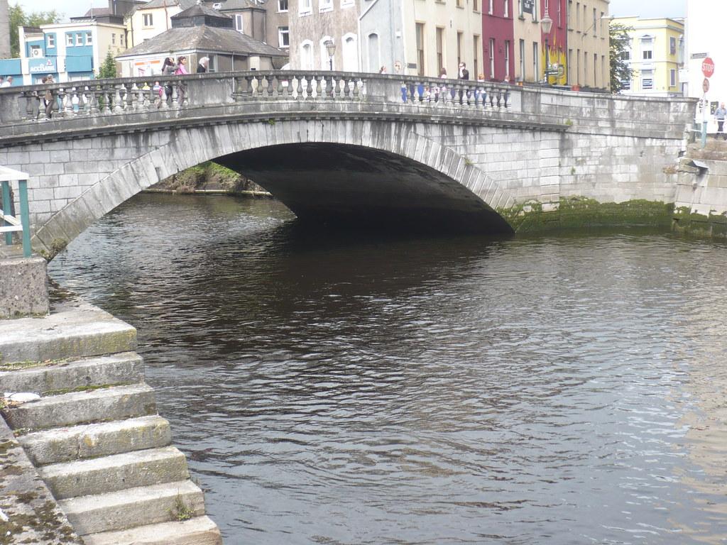 rio Lee a su paso por Cork