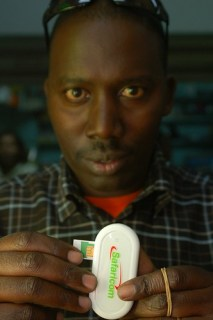 Safaricom Mobile Broadband Internet Dongle with SIM Card - Photo : whiteafrican