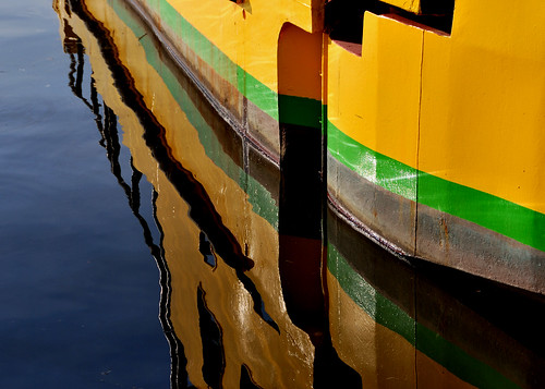 Yellow, green and rust reflex