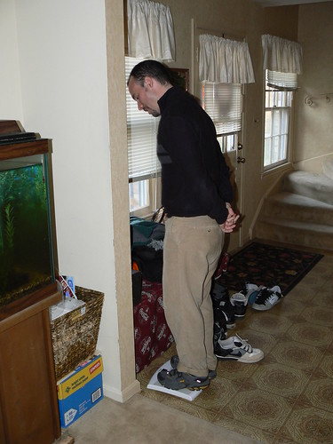 Thanksgiving 2008 - Ryan Weighs Himself