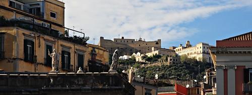 Montecalvario desde Piazza del Plebiscito