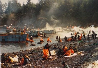 Clean-up of Exxon Valdez spill - Photo : jimbrickett