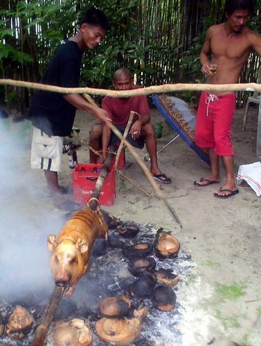 Siargao Island, Surigao del Norte roasting pig lechon traditional  Buhay Pinoy Philippines Filipino Pilipino  people pictures photos life Philippinen