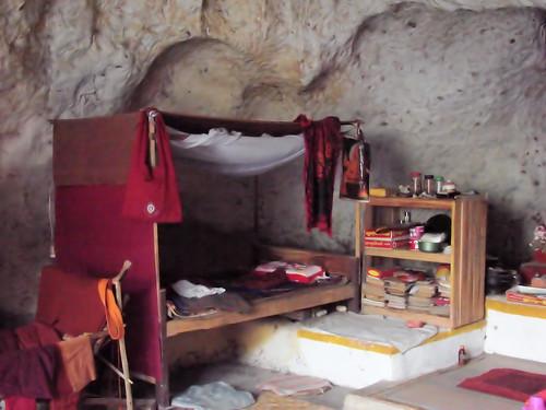Dormitorio en la cueva de meditación Tha Inn.