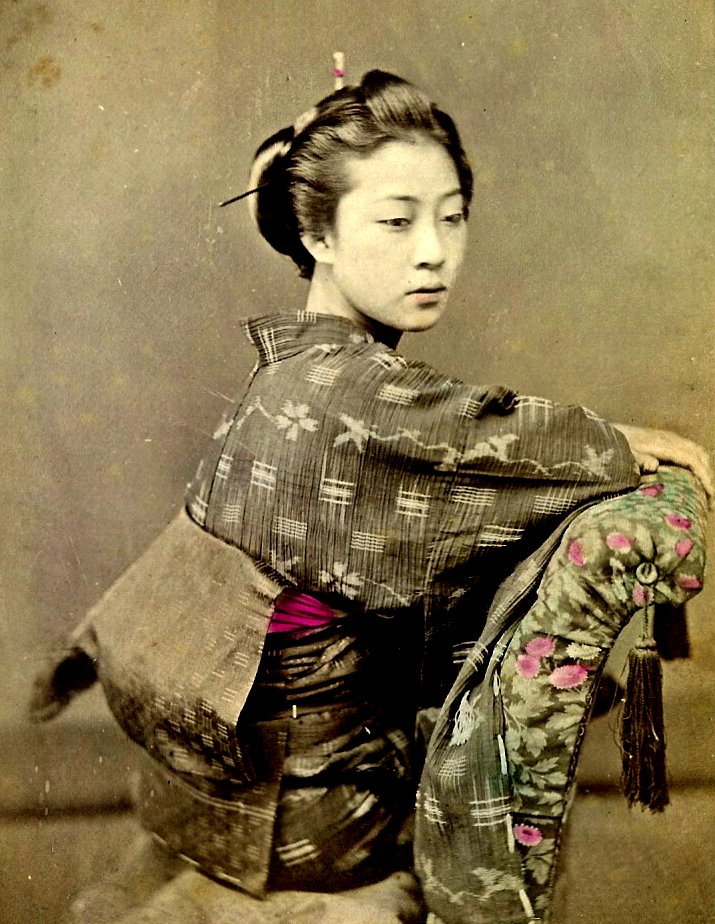 SEATED GEISHA