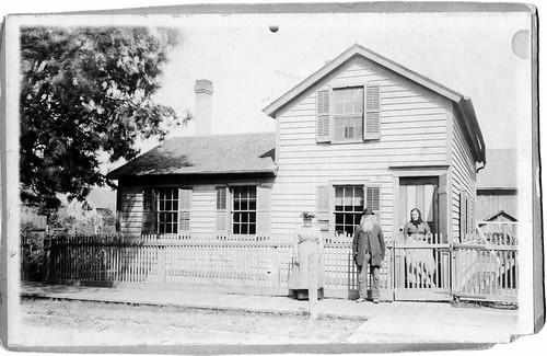 Grandma and Grandma Thiede at their house.