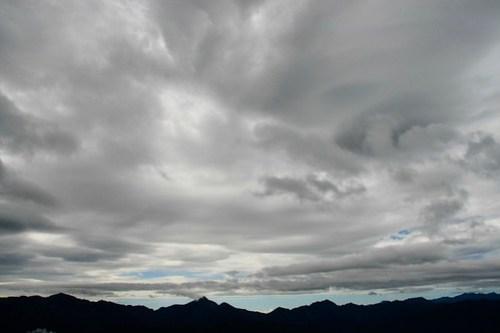 06.08 / 09:05 / 厚重的雲層