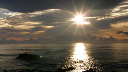 45.太陽露面將陽光灑上海面 (3)