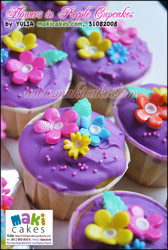 Flowers in Purple Cupcakes - Maki Cakes