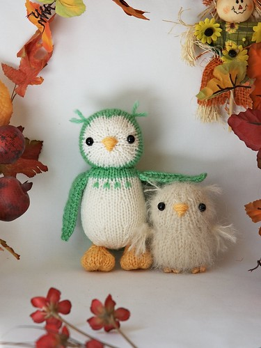 Oh!!  Knit versions!  And only $3.50 - this designer has fantastic toy patterns, DO check her out!!