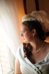 The bride in her vintage pearl jewelry.