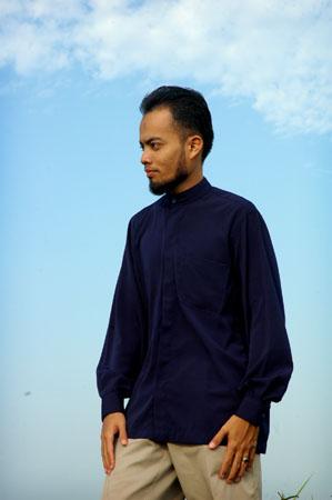 Incik El, single and looking
