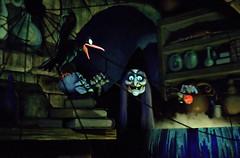 Disney - Snow White's Scary Adventure - Queen ...