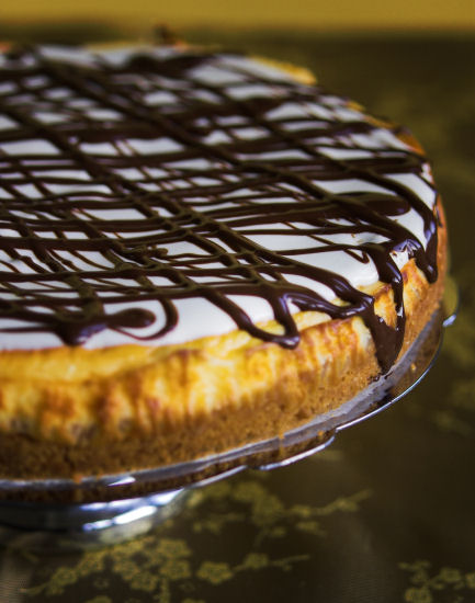 Chocolate and vanilla cheesecake