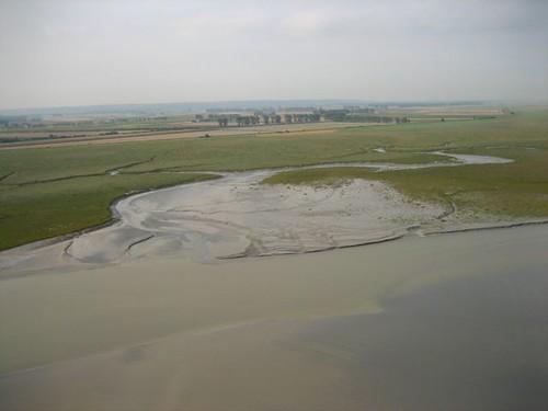 แม่น้ำจาก�ีกด้าน รู้สึกว่าจะมีสามแม่น้ำมาเปิดลงร่วมกัน