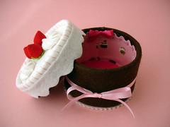 Para a Matilde (Slvia Leite) Tags: pink girl cake toy strawberry handmade keepsake pretendplay playfood cakebox feltfood feltcake