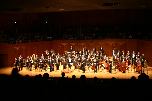 The Philharmonia and Shinik Hahm take a bow in the Seoul Arts Center Concert Hall