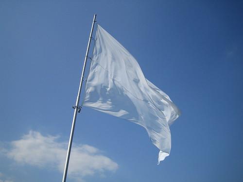 white flag bandiera bianca