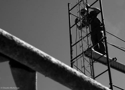 Trabajador en un andamio