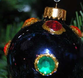 Spruce up plain glass ornaments