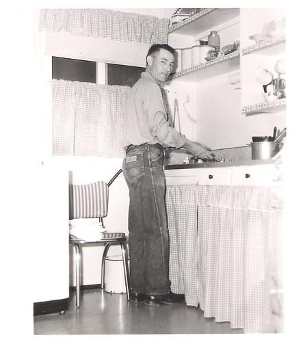Patrick_Brady_helping_in_the_kitchen_in_Fort_Huachuca,_Az_
