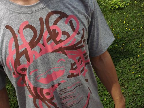 Camiseta sabor asfalto + chocolate + morango