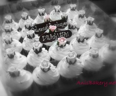 Pink Cupcakes Hantaran untuk Dila & Ujai