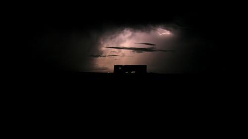01.閃電照亮了夜空