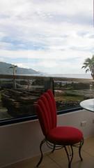 26.邊吃早餐邊看海