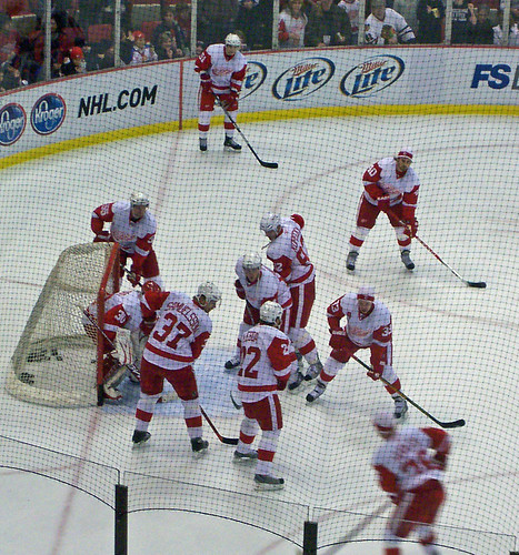 Wings get ready to take on the Hawks for a PRE Winter Classic collision!