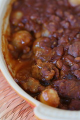 Baked beans with sausage and onions 2