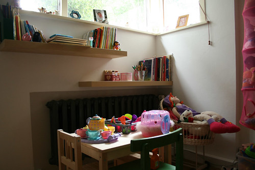 New bookshelves for daughters bedroom