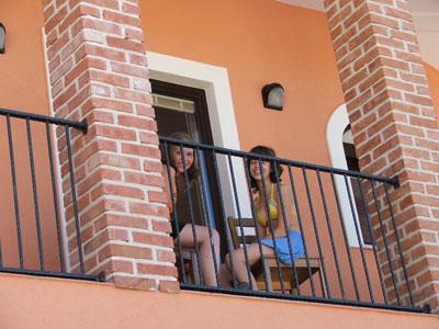 lotte-en-rosalien-balkon