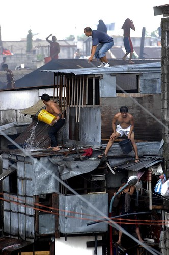 Pinoy Filipino Pilipino Buhay  people pictures photos life Philippinen  菲律宾  菲律賓  필리핀(공화�) Philippines   fire slum area manila city house men