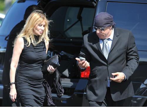 Steve en el funeral de Clarence