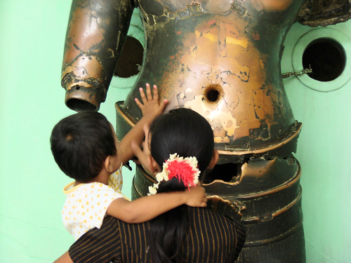 Figuras khmer de bronce en la pagoda de Mahamuni