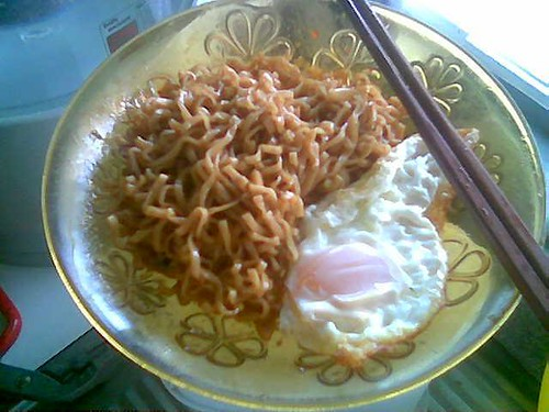 STP's Mamee Mi Poh Goreng plus fried egg