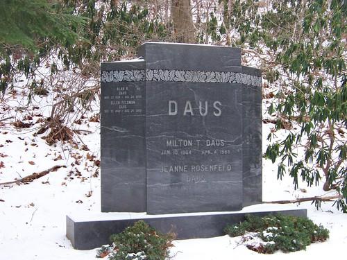 Daus Monument