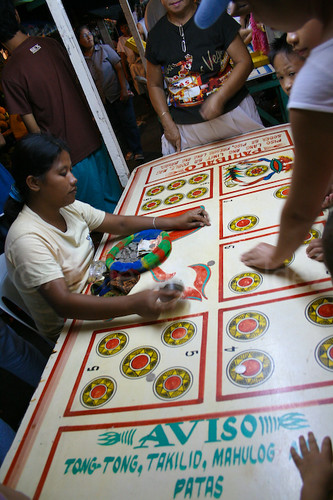 Talisay City Negros Occidental perya gambling game fiesta festivities traditional Buhay Pinoy Philippines Filipino Pilipino  people pictures photos life Philippinen