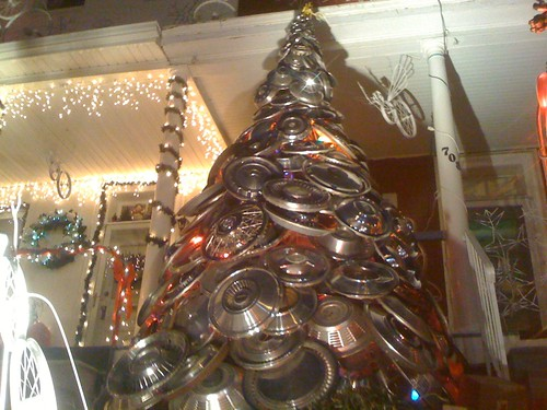 A Hub Cap Tree for the Holidays Hon!