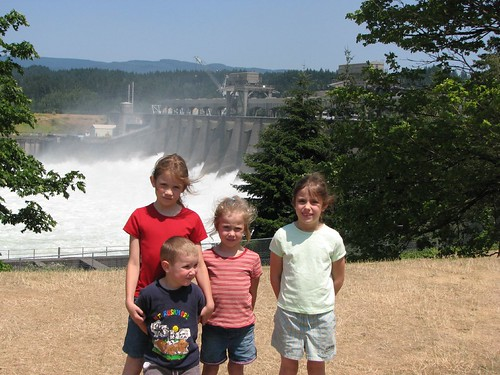 Elizabeth, Jacob, Emily, & Dorothy in front of Bonneville Dam