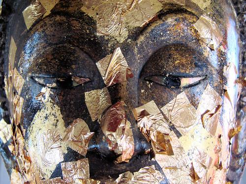 Buda con pan de oro