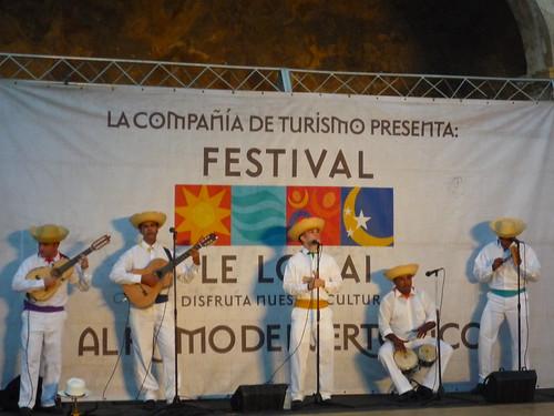 Le Lo Lai show in San Cristobal