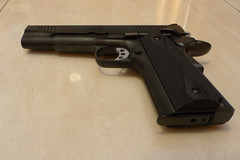 Colt 1911 Kimber, night scene + external flash