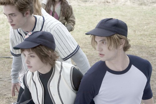 oooh, that baseball cap can barely contain that hair!