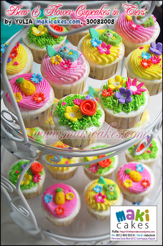 Bear & Flower Cupcakes in Tiers - Maki Cakes