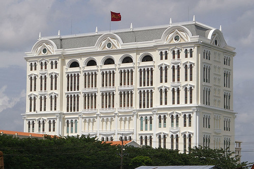 The Paragon shopping on Nguyen luong bang has just got rid of its scaffolding recently.