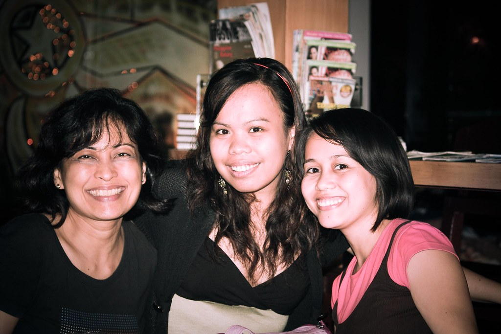 Ms.Wade, Me and Jang. College close buddies Dinner at Taras