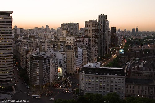"Atardecer en Buenos Aires • <a style=""font-size:0.8em;"" href=""http://www.flickr.com/photos/20681585@N05/2594617366/"" target=""_blank"">View on Flickr</a>"